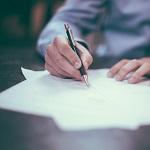 Vertrag bei Versicherung unterschreiben