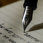 Füller schreibt auf Block
